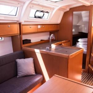 Bavaria Cruiser 37 luxusnyaralás,  yacht bérlés,  hajóbérlés Adria,  Adriai tenger