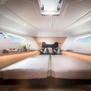Bavaria E40 Fly Adria,  yacht bérlés,  hajóbérlés Adria,  motoros hajó bérlés