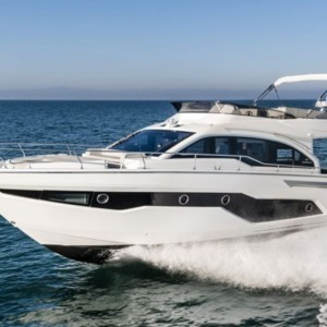 Cranchi E 52 F Evoluzione motoros hajó ,  motoros hajó bérlés Horvátországban,  luxusnyaralás,  yacht bérlés