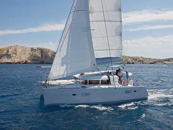 Lagoon 400 S2 hajóbérlés az Adrián,  hajóbérlés,  Adria,  yacht bérlés